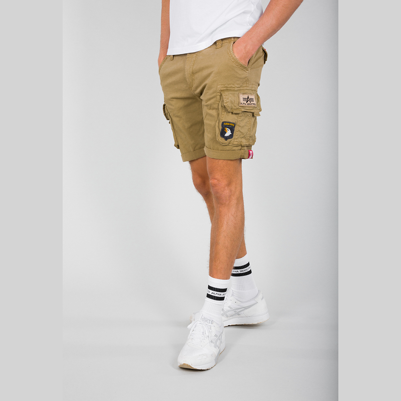 kraťasy CREW SHORT PATCH sand